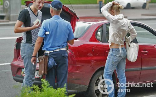 Инспектор ГАИ может остановить водителя в строго определенных случаях