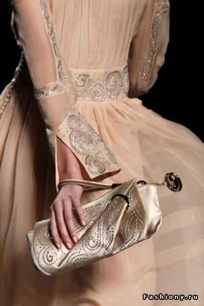 Коллекция Диор 2010 создана под вдохновением от творчества Поля Пуаре и...