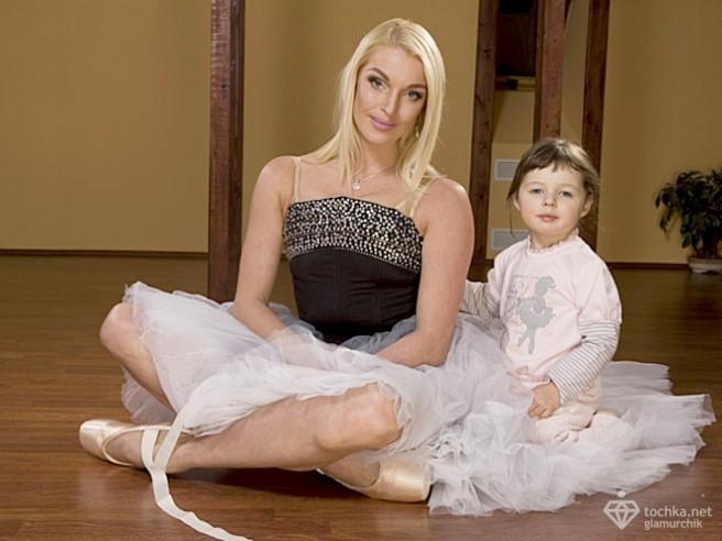 Анастасия Волочкова с дочерью Глюкоза с дочерью Эвелина Блёданс с сыном Ирс