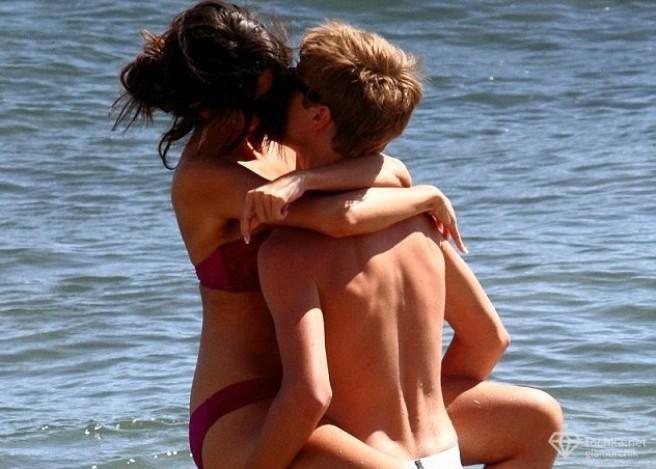 Джастин Бибер и Селена Гомес занялись сексом на пляже.