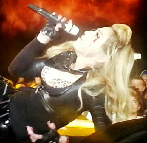 Мадонна пострадала на концерте в Колумбии (фото)