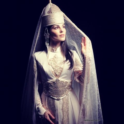 В Сети появилось фото свадебного платья Сати Казановой